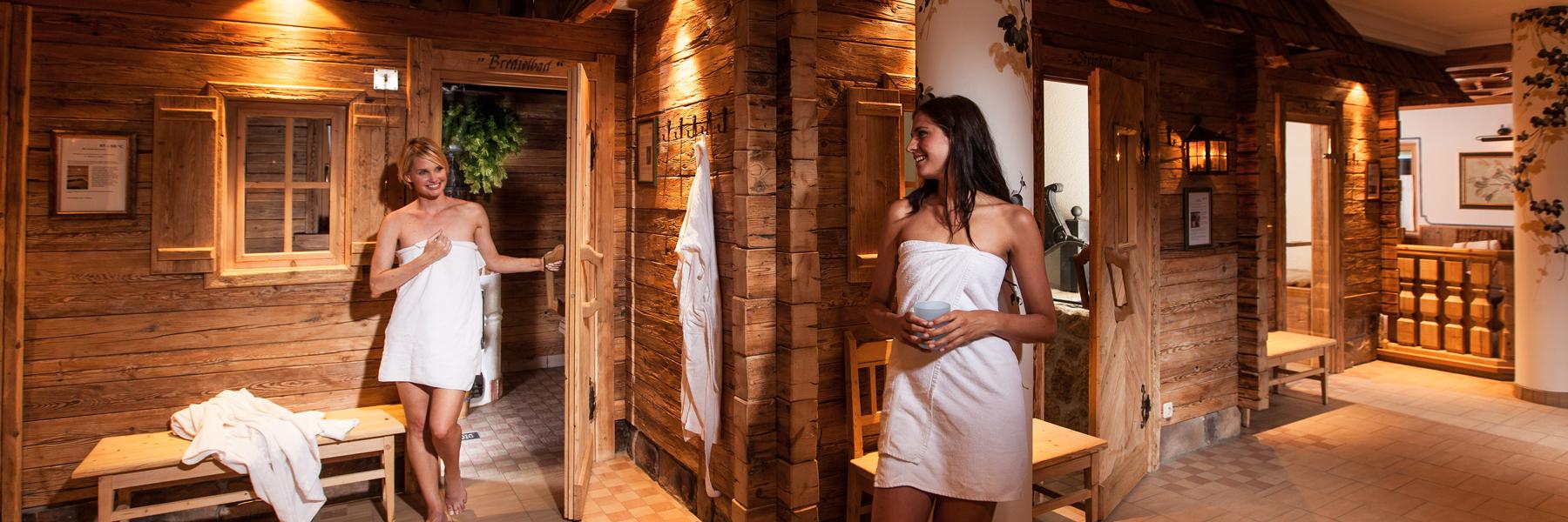Sieben verschiedene Saunen im sauna.dorf Hotel Waidringer Hof